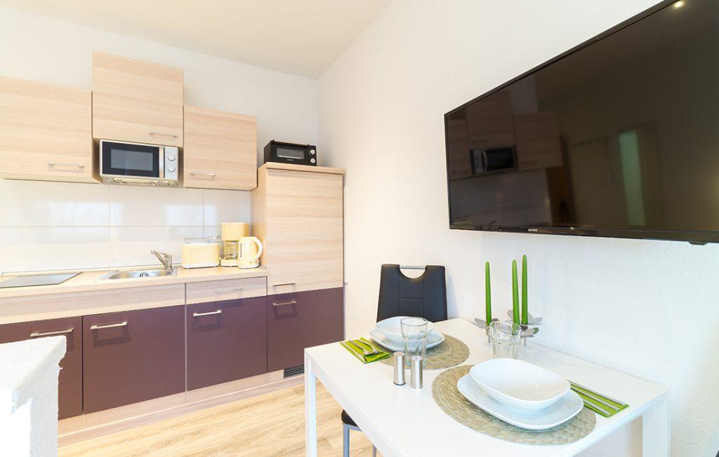 Küchenzeile und Essbereich | Classic Boarding Apartment myBoardinghouse Halle Saale Peißen