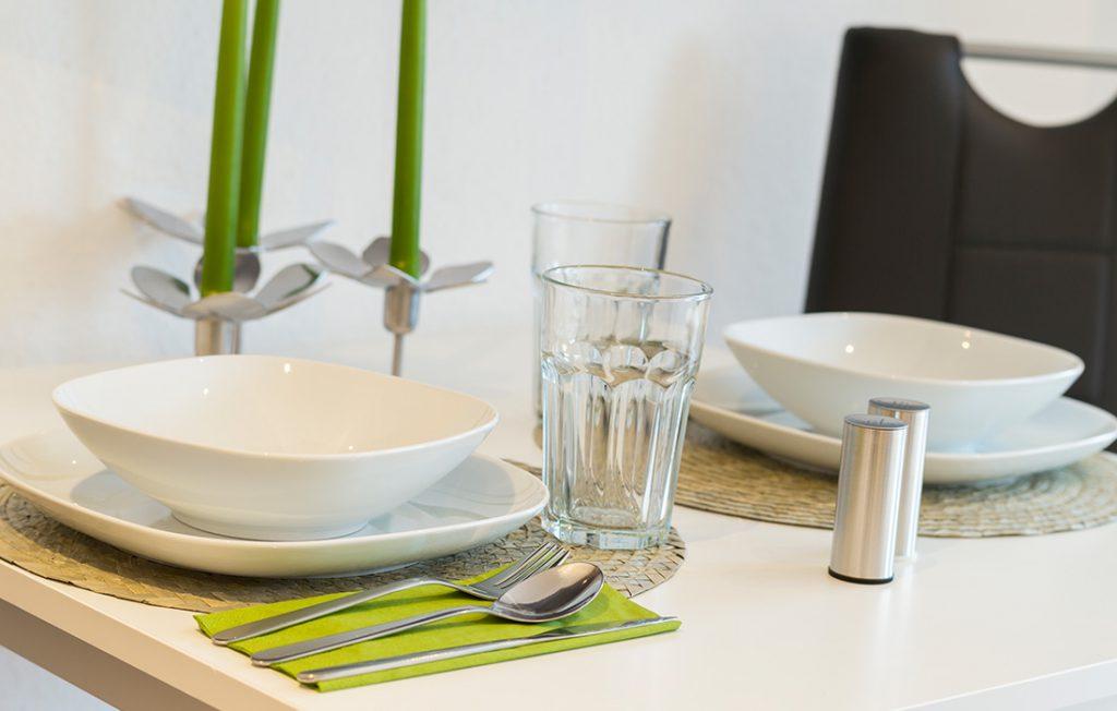 modernes Geschirr und Ausstattung | Classic Boarding Apartment myBoardinghouse Halle Saale Peißen