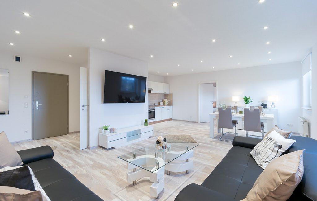 luxuriöse Ausstattung im Wohnzimmer | Superior Boarding Apartment myBoardinghouse Halle Saale Peißen