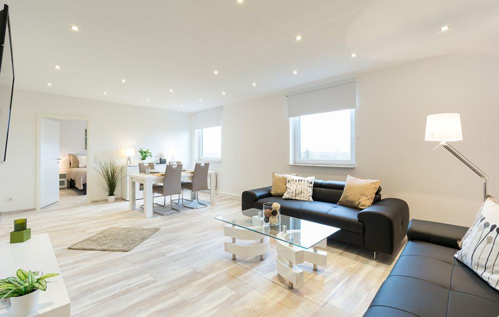 Wohnzimmer und Essbereich | Superior Boarding Apartment myBoardinghouse Halle Saale Peißen