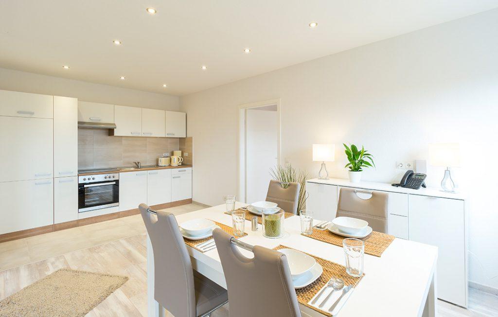 Essbereich und Einbauküche | Superior Boarding Apartment myBoardinghouse Halle Saale Peißen