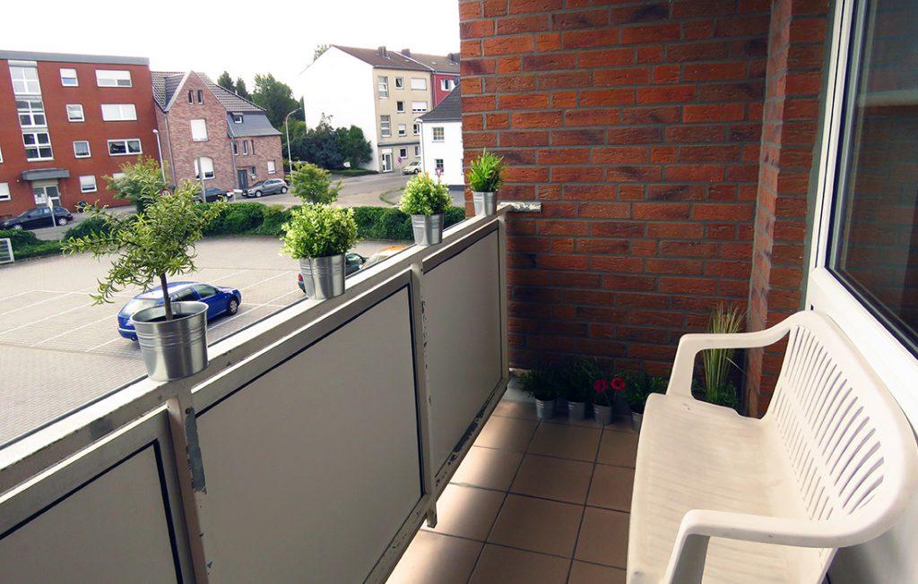 Balkon mit Relaxbank | Classic Boarding Apartment myBoardinghouse Aachen Alsdorf