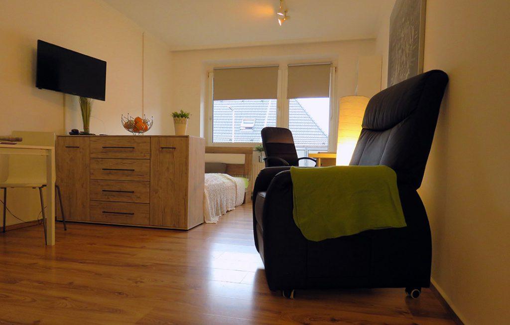 optisch getrennter Schlafbereich | Deluxe Boarding Apartment myBoardinghouse Aachen Alsdorf