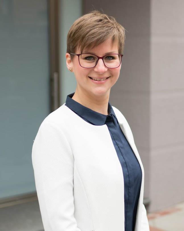 Ihre Ansprechpartnerin Janine Würfel für Aachen Alsdorf | myBoardinghouse